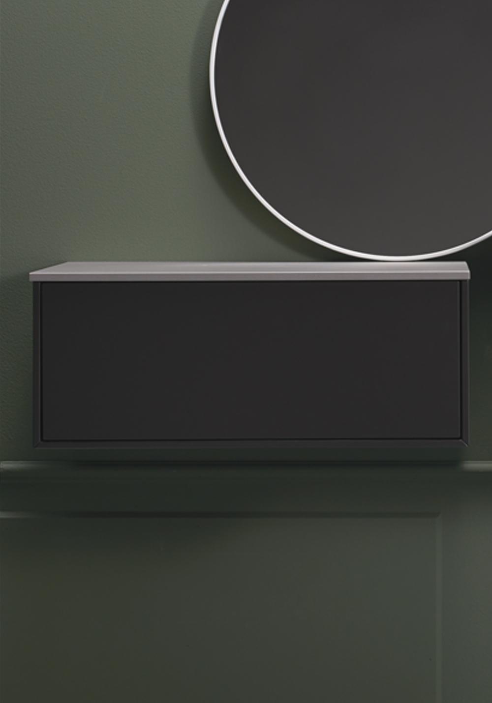 Baderomsskap Med Speil : Speil rundt med tynn lakkert ramme i hvitt ...
